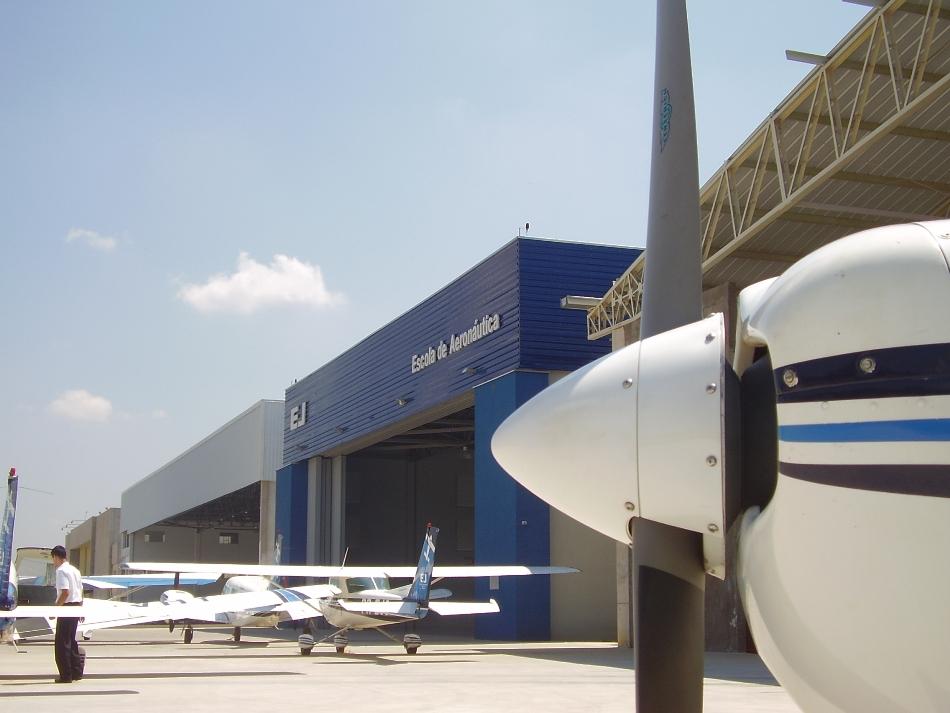 Hangar EJ